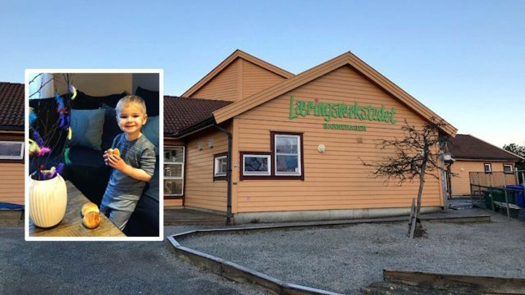 Joakim (3) fikk besøk av barnehagen da han gikk glipp av fastelavensfeiringen. Foto: Privat
