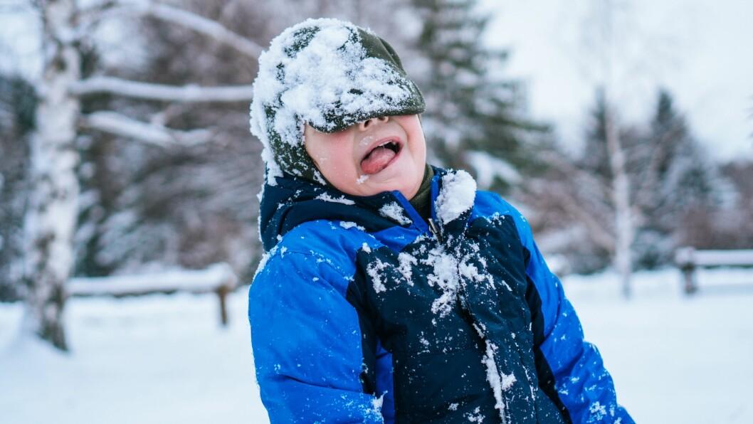 – Barn over ett år, altså barn som går og kan være i aktivitet, kan være ute i minus 15 eller minus 20, sier lege Ola Stamnes. Illustrasjonsfoto: Gettyimages