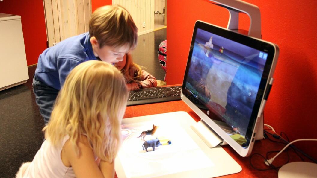– Vi er ennå litt i startfasen her. Nå har noen av de eldste barna begynt å printe ut forskjellige deler som kan settes sammen, istedenfor å bare printe ut enkle modeller, sier daglig leder Christine Haver Dokka.