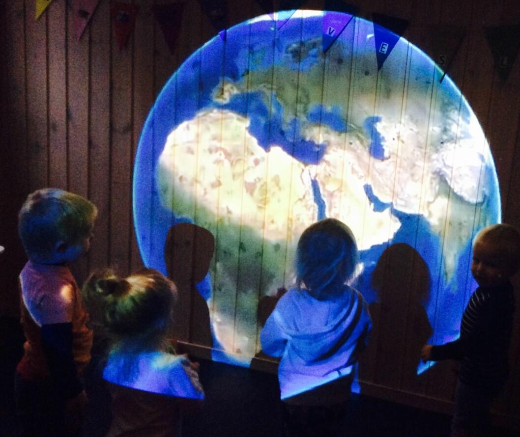 - Man kan gjøre mye med et nettbrett og en liten bærbar projektor, sier Christine Haver Dokka.