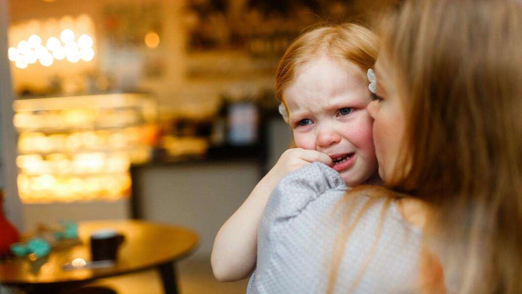 """""""Det er de som er mest sammen med barna. Tørker flest tårer..."""", skriver pedagogisk leder Marianne Haugeby om sine kolleger fagarbeiderne, assistentene og vikarene. Illustrasjonsfoto: Getty Images"""