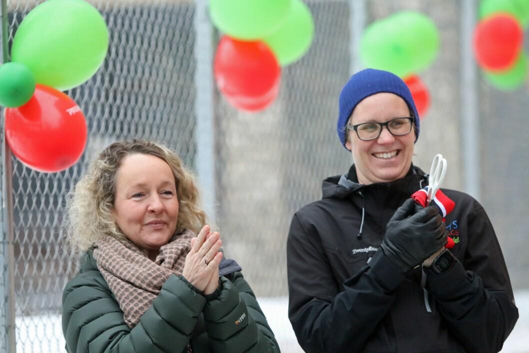 Regionleder Cathrine Solhaug i Læringsverkstedet og styrer Marte Lillealter Haglund i Nonneseter Kloster idrettsbarnehage.