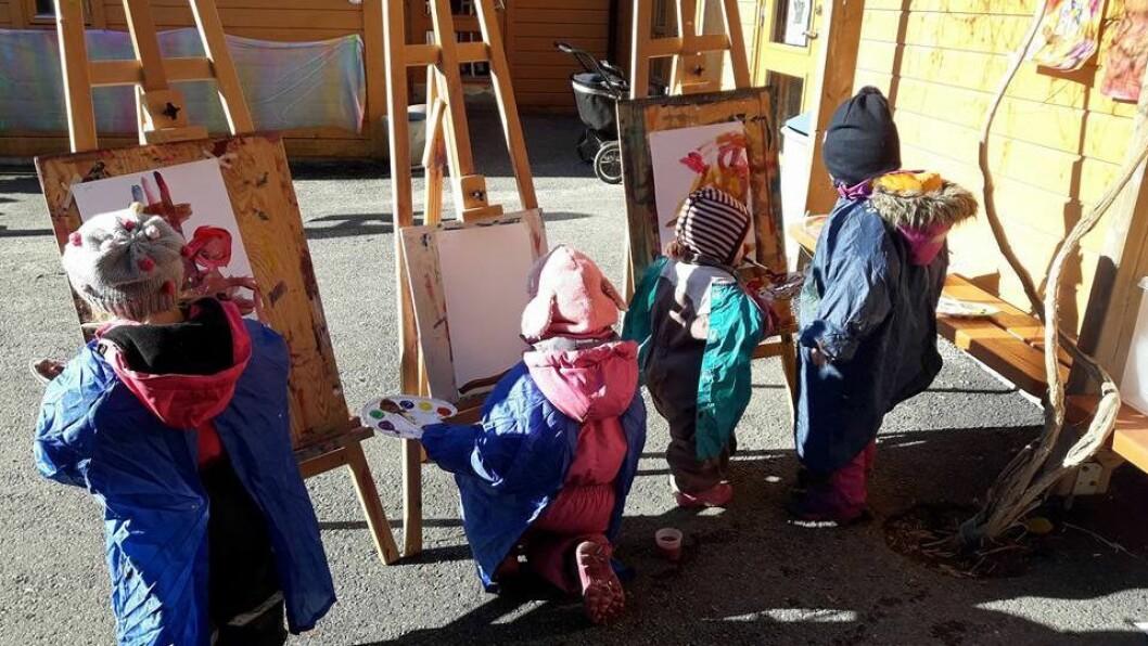 Barna i Ask barnehage feiret barnehagedagen ute.