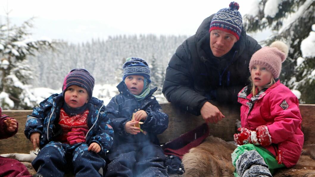Eier og styrer Jørgen Kjørven ved Småtjern naturbarnehage driver barnehage der barna stort sett er utendørs. Foto: Mariell Tverrå Løkås
