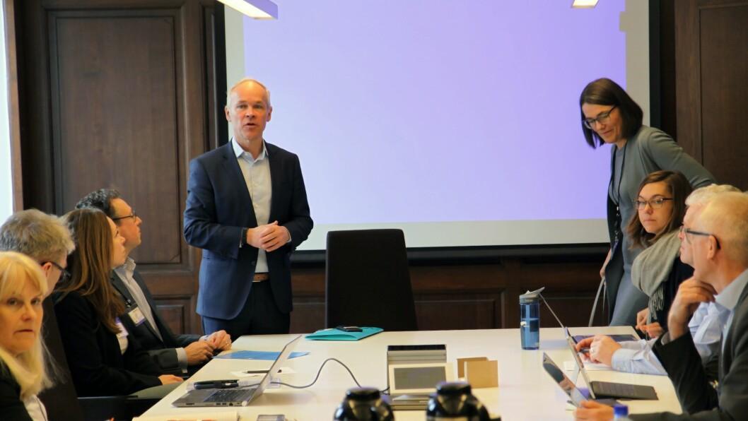 Kunnskaps- og integreringsminister Jan Tore Sanner (H) inviterte onsdag både store og små aktører innenfor private barnehager til møte om den varslede bemanningsnormen. Foto: Silje Wiken Sandgrind