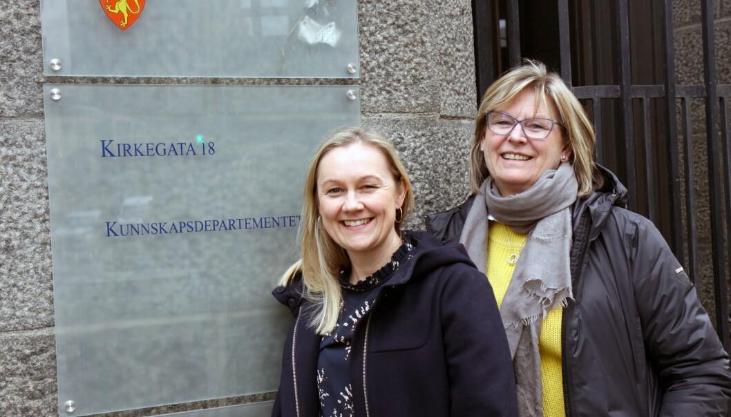 Fra venstre: Daglig leder Hege Hoås Lier i Blomsterøya barnehage og eier og daglig leder Grethe Haugen i Solvang barnehage.