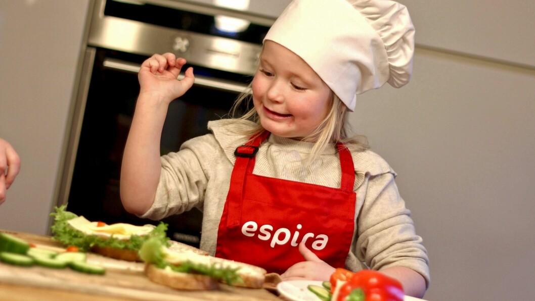I Espiras barnehager får barna alle måltider servert i barnehagen. Nå skal de også lære seg å lage sunne og gode matpakker til skole og SFO.