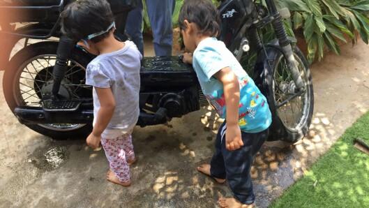 Utflukter i nærområdet er en av de viktige metodene for læring i Papagoya.