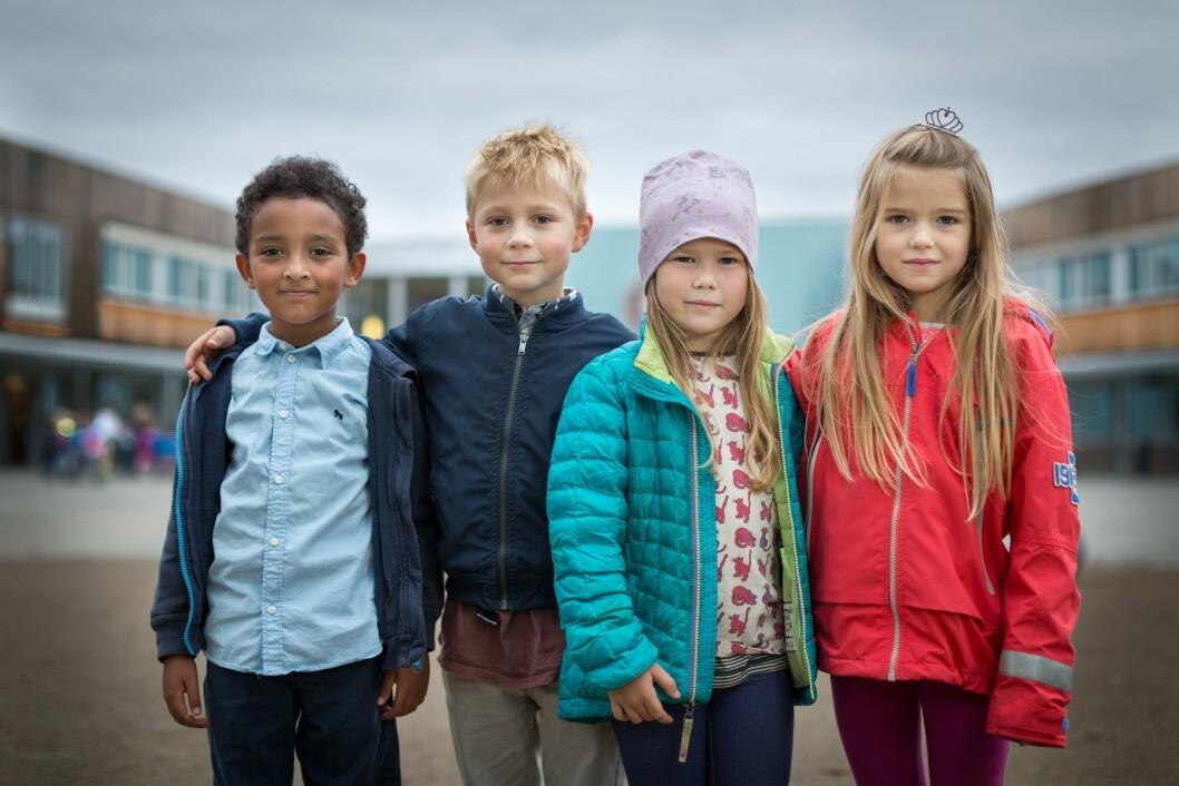 Gaby, Oscar, Thelma og Sofie fra Asker er hovedpersonene i den nye tv-serien om fire skolestartere. Serien starter førstkommende tirsdag på NRK Super. Foto: Christer Aasheim, NRK