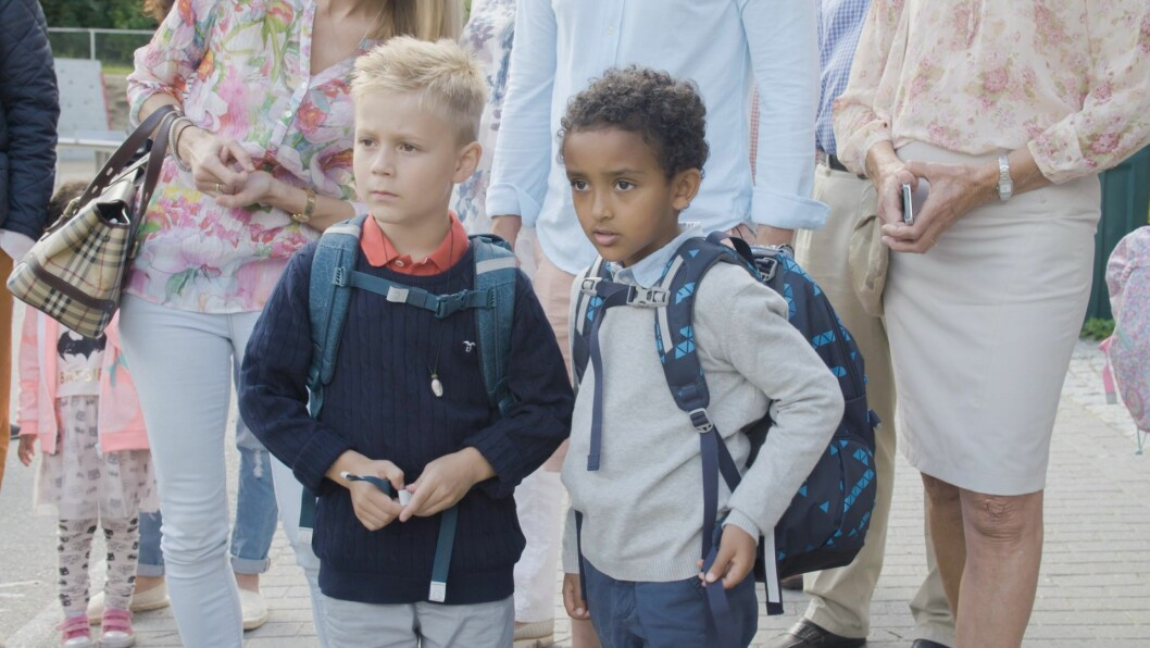Skolestart er både spennende og litt skummelt for mange. Til tv-serien hadde NRK Super sørget for å finne barn som de følte seg trygge på ville takle overgangen.