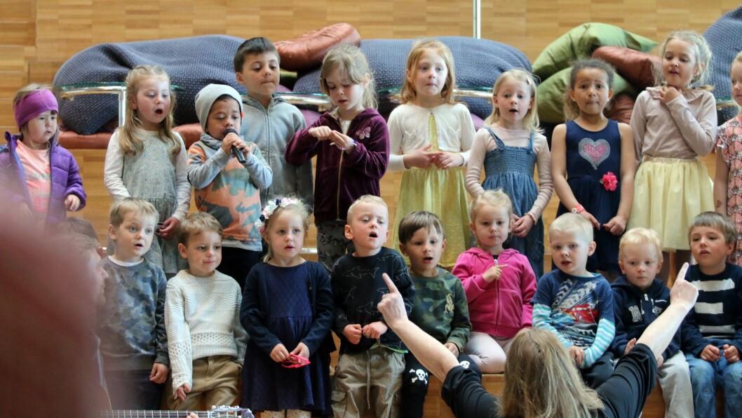 Barn fra Hanne´s Lekestue sørget for en fin og musikalsk start på konferansen.