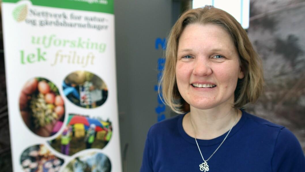 Tuula Skarstein ved barnehagelærerutdanningen ved universitetet i Stavanger lærer studentene å kjenne igjen mer enn gran og blåskjell.
