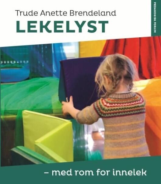 «Lekelyst – med rom for innelek» er skrevet av Trude Anette Brendeland og gis ut på forlaget Pedagogisk Forum.