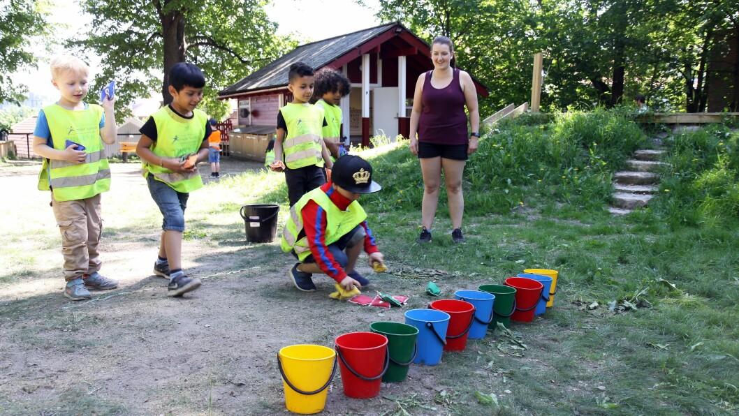 Barna i Tinkern Kanvas-barnehage var torsdag på besøk i realfagsuterommet Kuben.