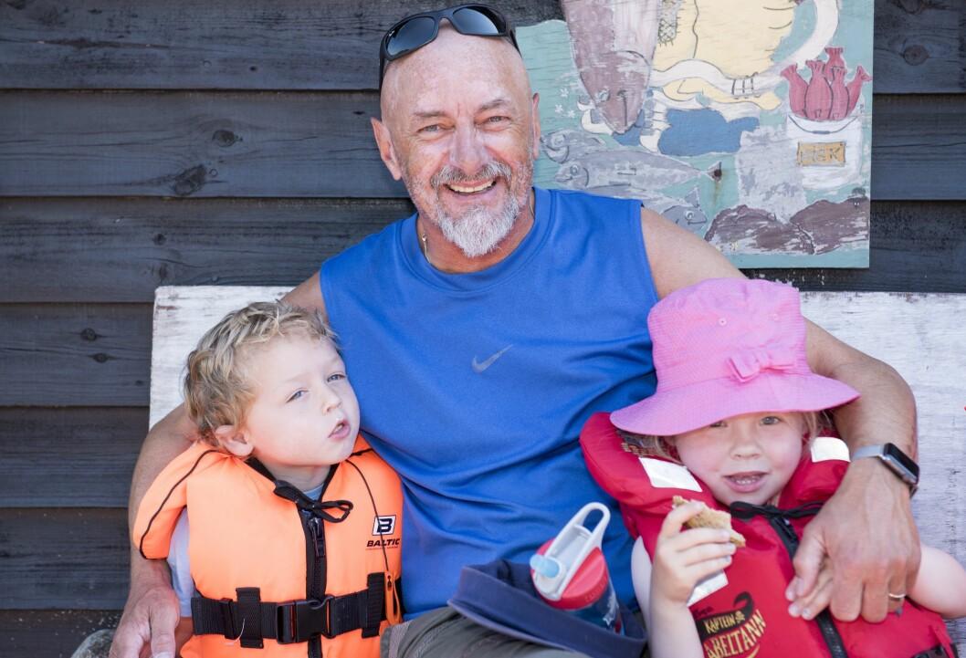 Magne Turøy er en slags bestefarsfigur for mange av barna. Når han ikke er på jobb, går det ikke lang tid før noen begynner å spørre etter ham.