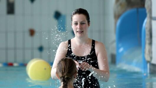 Styrer Mette Seljenes sier treningen i bassenget har stor verdi - både for barna og de voksne.