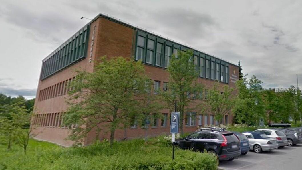 En mann i 50-årene ble i Nedre Romerike tingrett dømt til to år og to måneders fengsel etter å ha befølt en jente i barnehagen han jobbet.