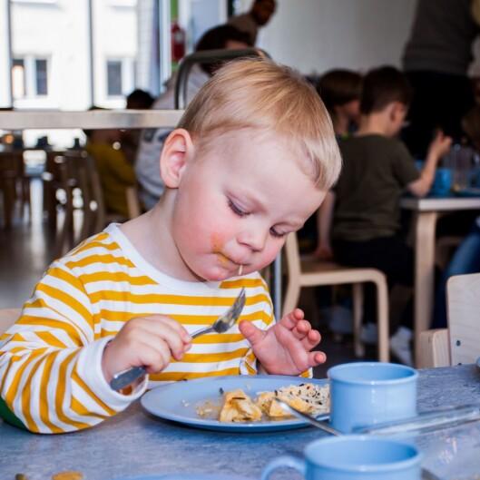 I arbeidet med rapporten har Forbrukerrådet og Kost- og ernæringsforbundet besøkt fem barnehager som jobber systematisk med et godt mat- og måltidstilbud. En av disse er Espira Grefsen stasjon barnehage, hvor dette bildet er tatt.