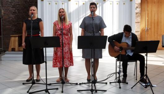 Lærerne Mirjam Dahl Bergsland, Hanne Bæverfjord, Thomas Nguyen og Ingrid Velle bidro med musikk og sang.