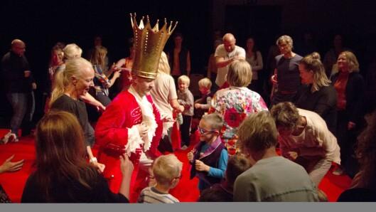Åpning av Filiorum ved Universitetet i Stavanger. Senteret ble høytidelig åpnet med kulturelle innslag fra Dybwikdans og barn fra Tjodmarka barnehage.