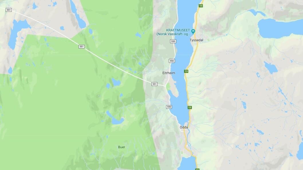 Familien som er uten bil bor i sentrum av Odda, men har fått barnehageplass på Eitrheim, omlag fire kilometer unna. Kart: Googlemaps