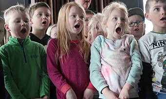 Her synger barna sammen med Spellemann-vinneren