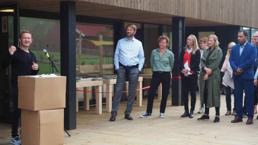 Eier og daglig leder i Pioner Barnehager, Bjarte Nord, holder tale under åpningen av barnehagen.