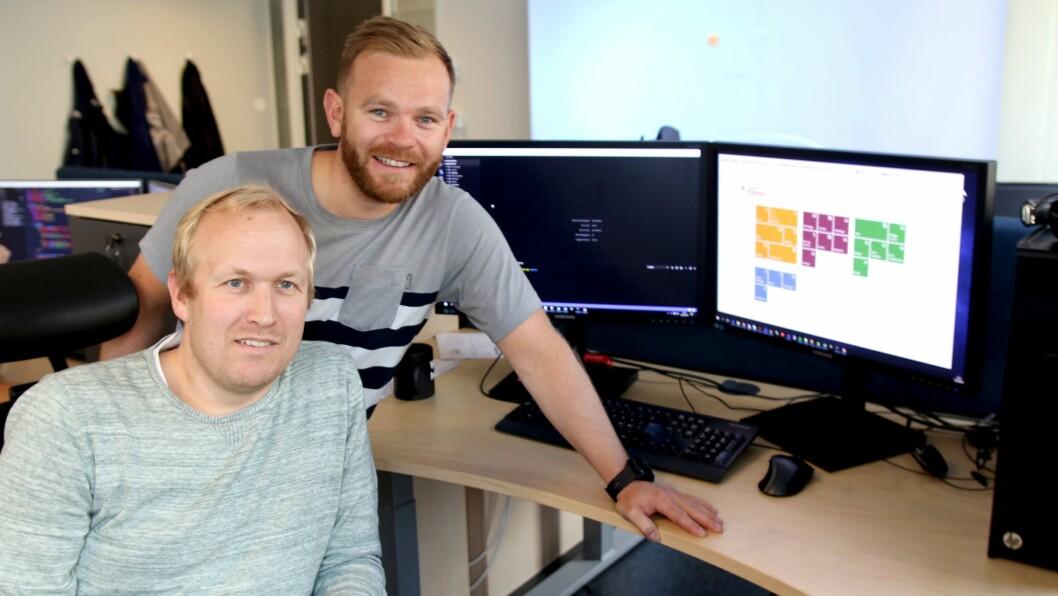 Systemutvikler Bjørge Susæg Stafsnes og produkteier Lars Espolin Johnson gleder seg til prosjektet de har jobbet intenst med den siste tiden endelig skal lanseres.,