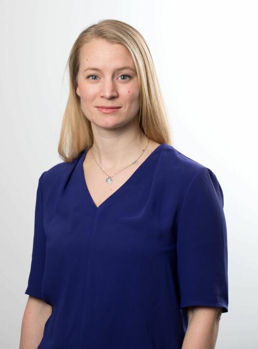 Statssekretær Rikke Høistad Sjøberg i KD roser barnehager som har prioritert høy grunnbemanning, men forsvarer prioriteringen som er gjort.