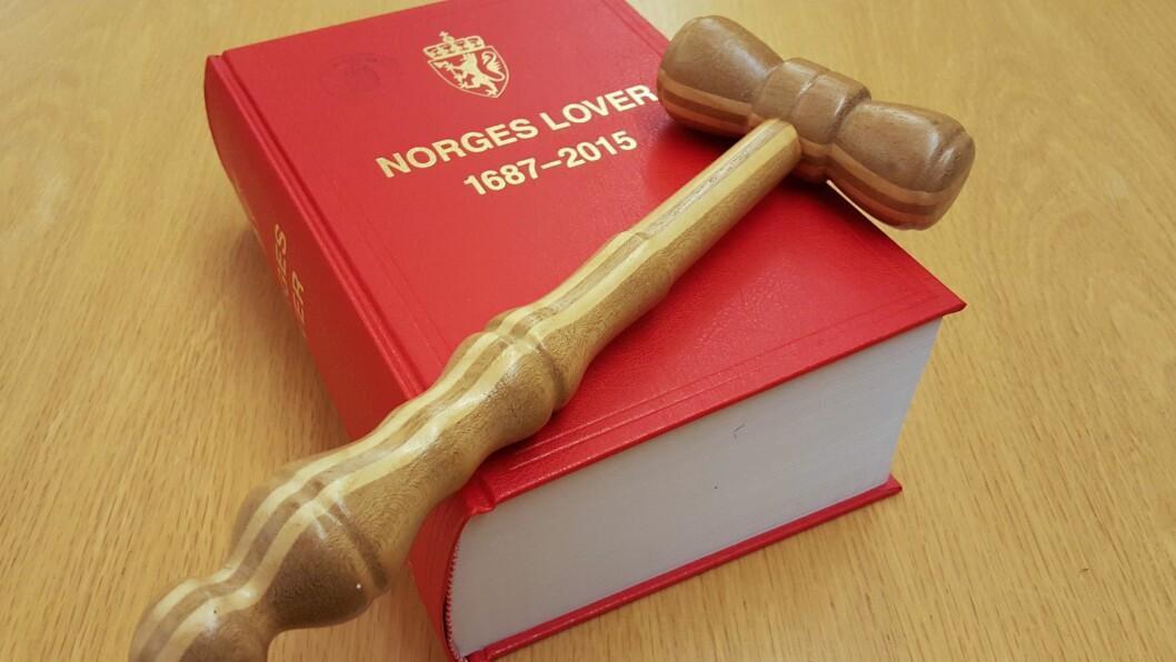 Øst-Finnmark tingrett kan ikke utelukke at tiltalte har framlagt overtidslistene for styrelederne slik hun forklarer.