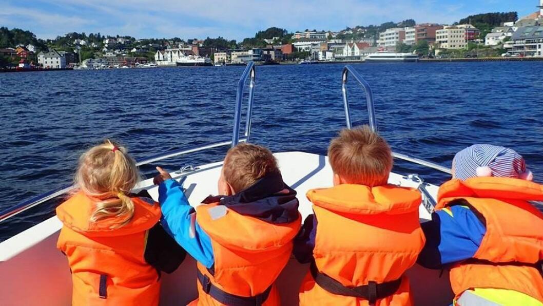 Barna i Sævarhagen FUS barnehage har i mange år brukt barnehagens båt  opptil fire dager i uka. Men nå er det slutt, etter at de ansatte i barnehagen ble oppmerksom på gjeldende regelverk. Foto: Sævarhagen FUS barnehage