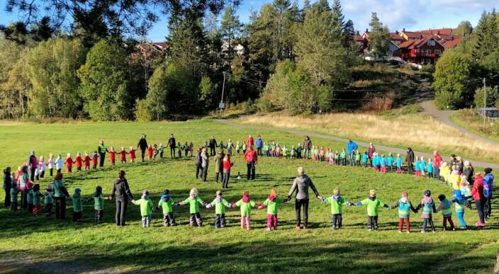 Samlet førskolebarn fra ni barnehager til aktivitetsdag: – Skaper vennskap på tvers av barnehagene