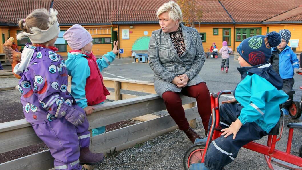 Finansminister Siv Jensen (Frp) på besøk i Breivika barnehage i Bodø for halvannen uke siden.