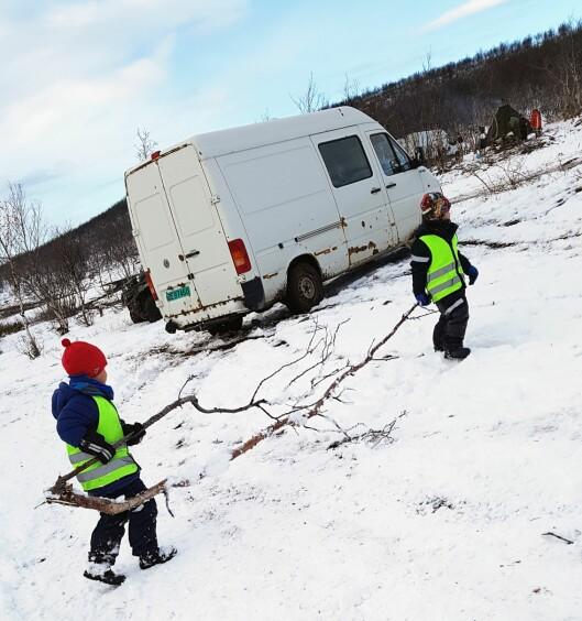 – Vi er en samisk barnehage. Noen av barna våre kommer fra reindriftsfamilier, men mange av barna ville ellers ikke hatt mulighet til å oppleve arbeidet som foregår ved reingjerdet, sier styrer Sissel Varsi.
