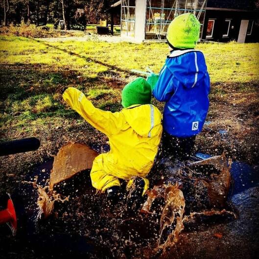 I denne - som i de fleste andre barnehager - er det gode muligheter for barna til å bli skikkelig møkkete i løpet av dagen.