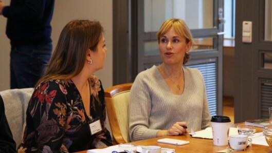 Administrerende direktør i PBL, Anne Lindboe. Heri samtale med leder for Foreldreutvalget for barnehager (FUB), Marie Skinstad-Jansen.