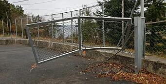 Gutt (5) truffet av førerløs bil som trillet gjennom porten til barnehagen