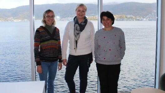De spanske pedagogene Eba og Cecilia, her sammen med områdeleder Hilde Ersvær (midten).