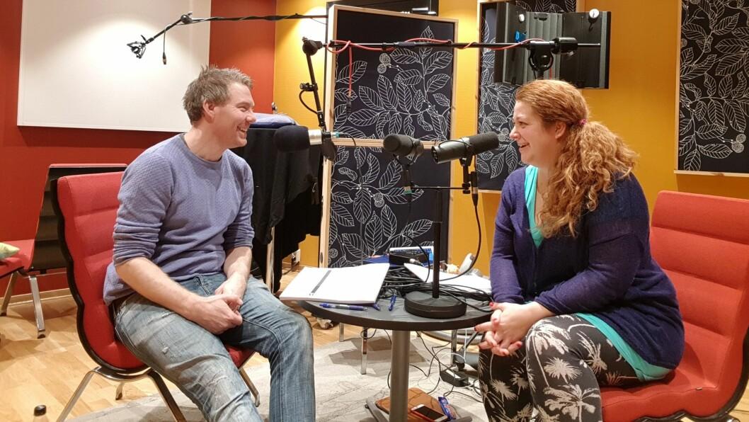 Barnehagelærerne Ingemar Nielsen og Karin Otelia Dalen lager podkast for barnehagefolk. Her fra innspillingen av den nyeste episoden.