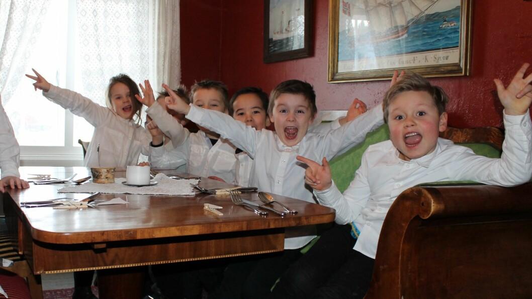 –Barna har hatt dette som prosjekt i hele januar. De har skrevet handlelister, pratet med fiskeleverandøren vår og vært på butikken til den lokale kjøpmannen for å handle inn ingrediensene de trengte. Tilbake i barnehagen har de brukt tid på kjøkkenet til å lage de ulike rettene, sier pedagogisk leder Rune Stølan i Læringsverkstedet Hammersborg Barnehage i Trondheim.