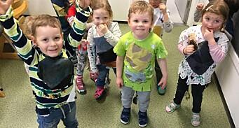 Her lager barna sine egne kostymer til karnevalet
