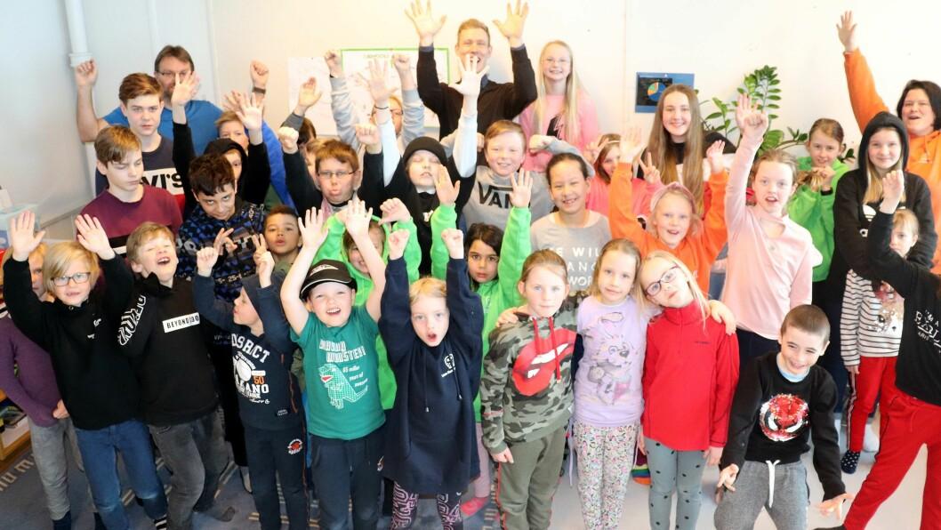 Elevene ved Toten Montessoriskole kunne slippe jubelen løs etter kommunestyremøtet 20. februar. Da sa politikerne ja til å gi tilskudd til barnehageplasser ved skolen.