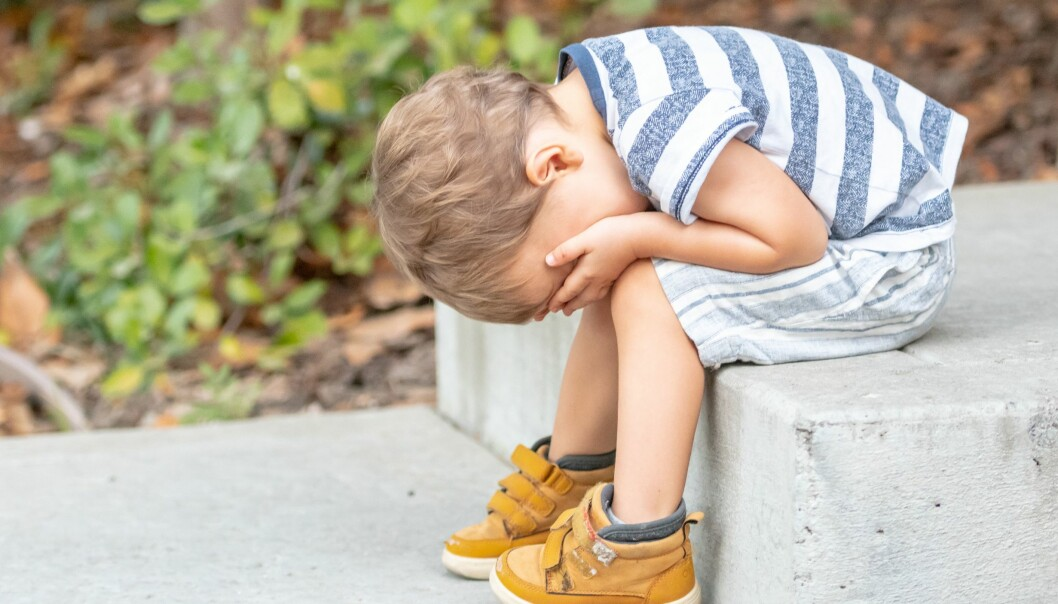 «Vi må tørre å møte gråten med et åpent sinn, med forståelse for hva den faktisk kan være og bety – på den måten kan vi skape rom for utvikling av både barnesyn og synet på hva kommunikasjon er», skriver Elisabeth Danielsen.
