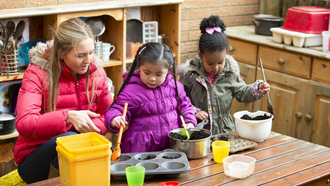 Basil-tallene viser at 60 prosent av barnehagene oppfyller både bemannings- og pedagognormen. 2,4 prosent av landets barnehager oppfyller ingen av normene. 6 200 barn går i en barnehage som ikke oppfyller noen av normene.