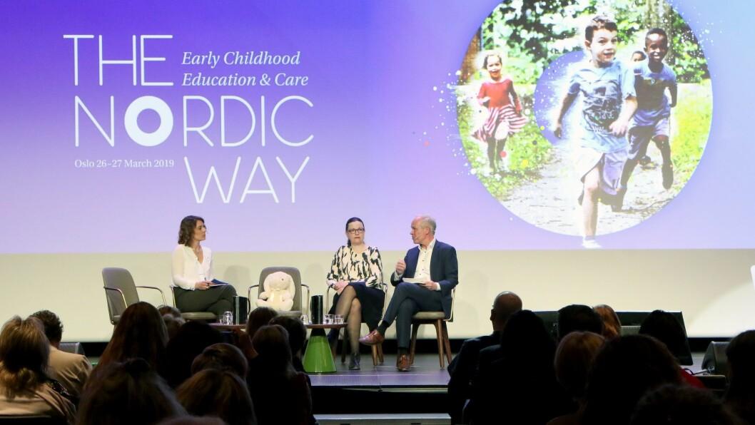 Kunnskapsministrene Anna Ekström og Jan Tore Sanner i samtale under konferansen The Nordic way som ble arrangert denne uken.
