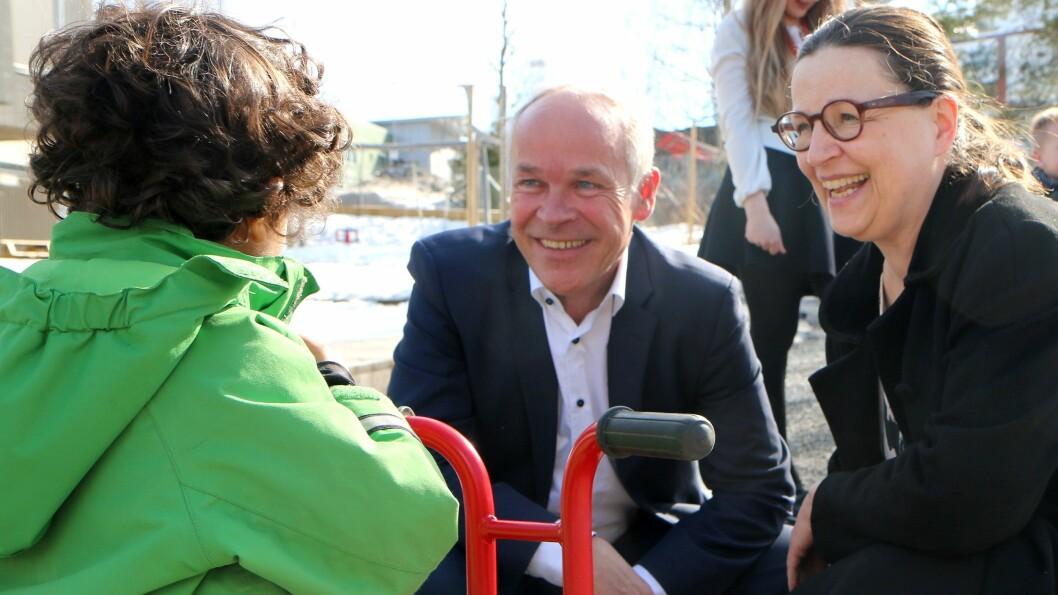Kunnskaps- og integreringsminister Jan Tore Sanner (H) og hans svenske kollega Anna Ekström (Socialdemokraterna) var i dag på besøk i Haugenstien barnehage i Bydel Alna.