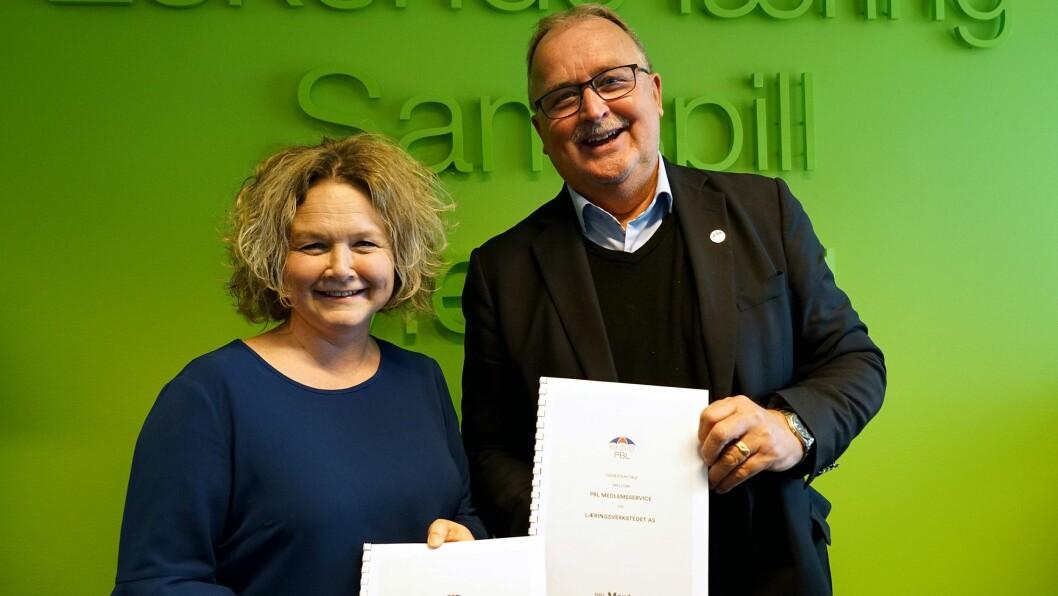 Direktør Trude Sydtangen i Læringsverkstedet og Ole Reidar Sollund, direktør i PBL Medlemsservice, signerte i dag avtalen.