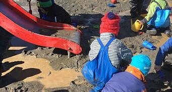Fikk besøk av 24 styrere fra Estland: – De ble overrasket over at barna fikk leke i sølevann