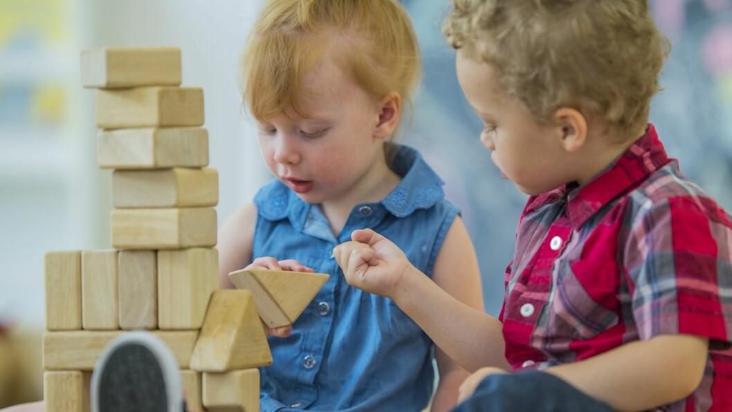 «Vi må ikke være redde for å reflektere over egne valg, hvilket språk man bruker eller hvilket syn man har på barn,» skriver Anna Rebekka Løvmo.
