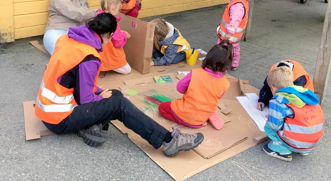 Barna i velkomstgruppen til Espira Ormadalen fikk god hjelp fra hele lokalsamfunnet.